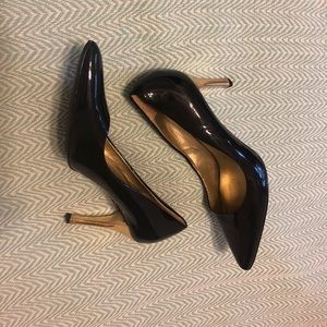[ann taylor] navy patent pump with gold heel